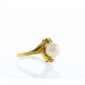 8MM Pearl and Diamond Ring (.10ctw)