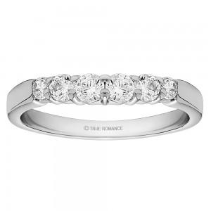 Round Cut Center Diamond Classic Semi Mount Engagement Ring
