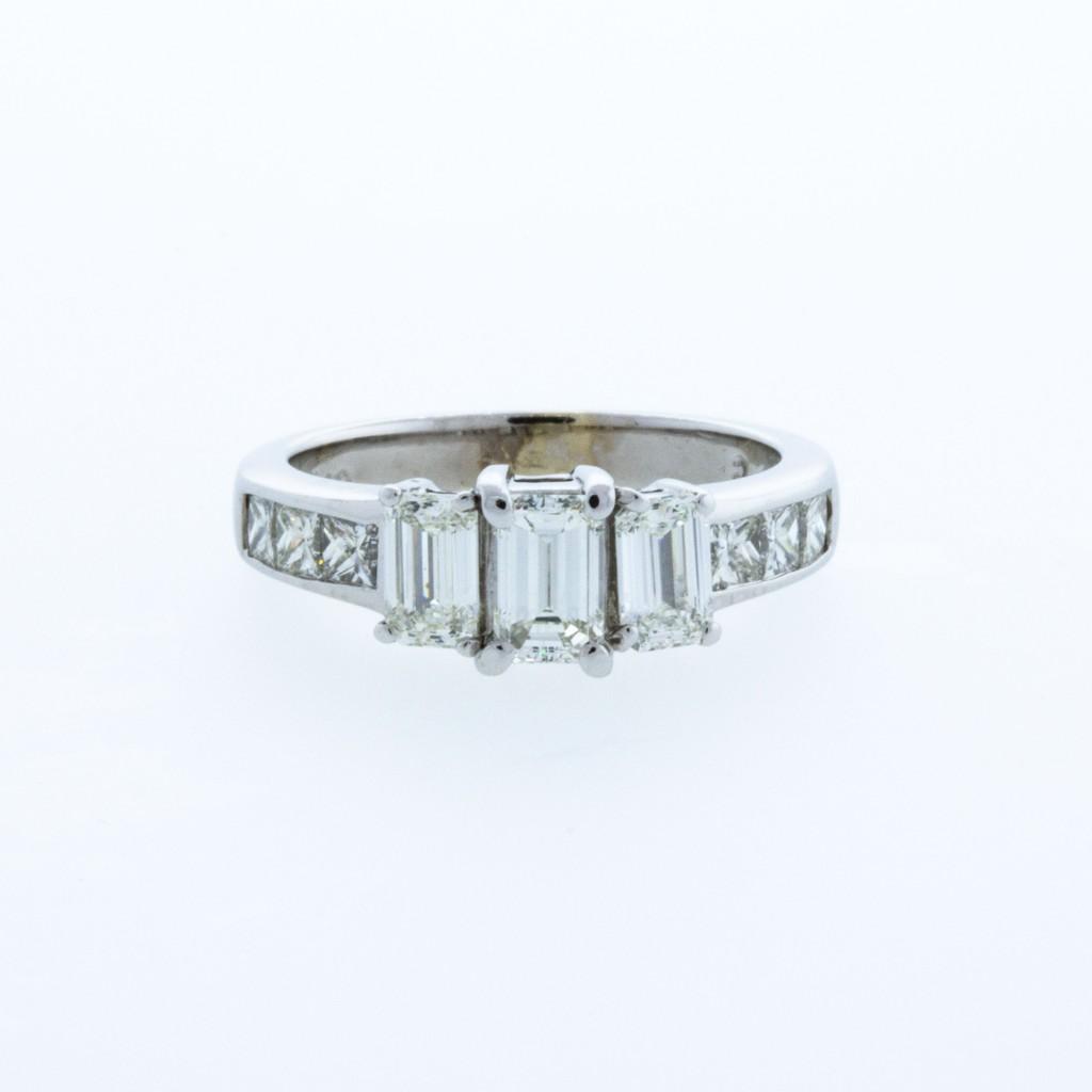 Estate Ladie's Diamond 3 Stone Emerald Cut Diamond Ring (2.00ctw)